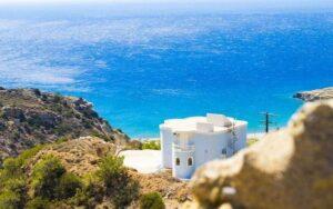 Heb je een huis aan zee, badder dan regelmatig in het zoute water om je energetisch op te laden