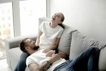 humor kan negatieve energie veranderen in positieve energie